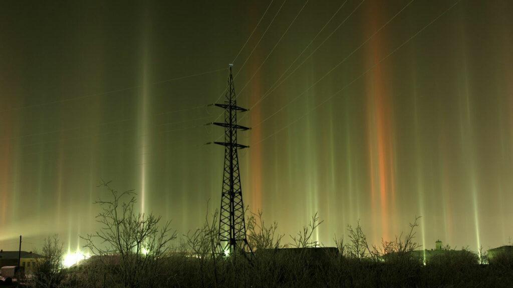Редкое атмосферное явление - световые столбы