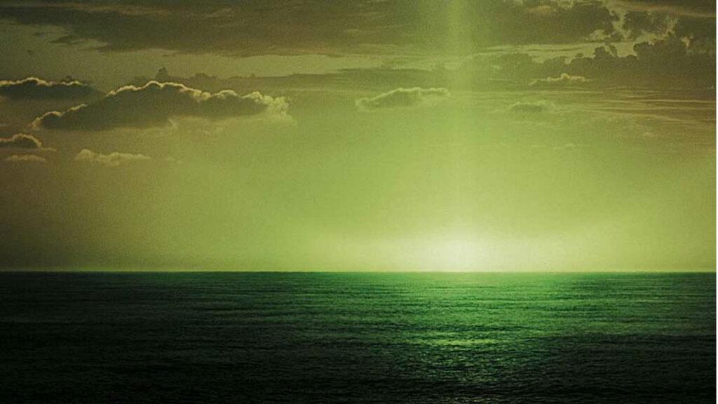 Зеленый луч над морем