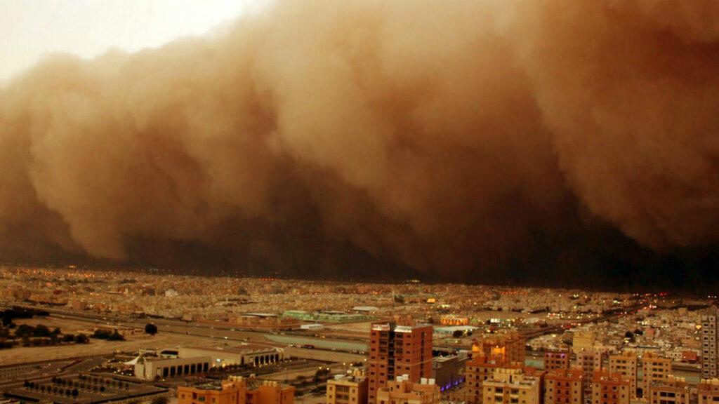 Город под песчаной бурей