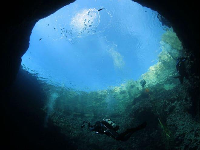 Голубая дыра в Белизе изнутри