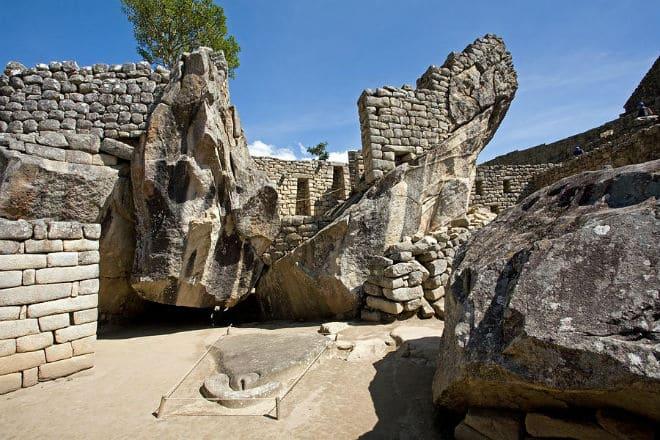 Храм кондора в Мачу-Пикчу