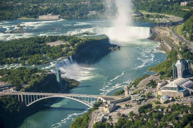 Как выглядит водопад Ниагара издалека?