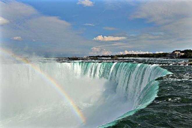 Радуга от брызг Ниагарского водопада