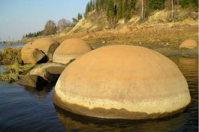 Круглые камни острова Чамп