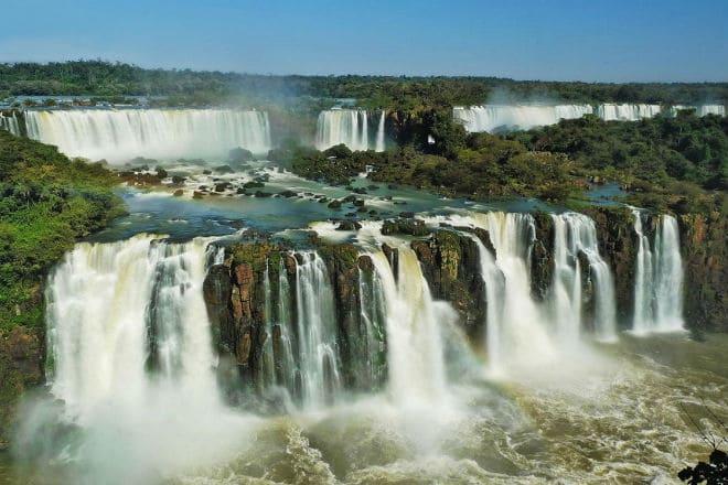 Каскад водопадов Игуасу