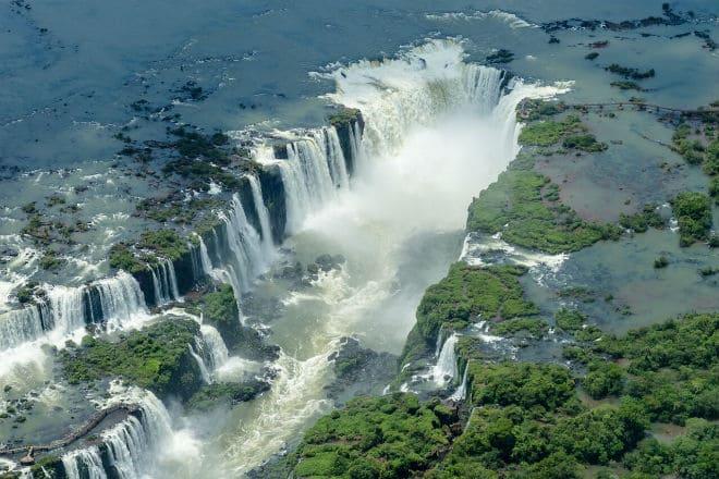 Водопад Игуасу с высоты птичьего полета