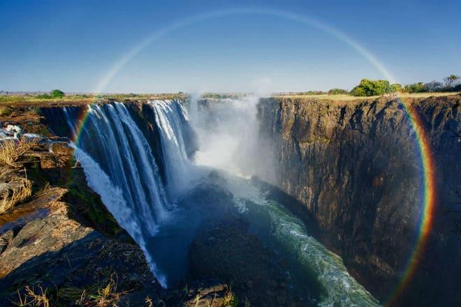 Радуга от брызг водопада Виктория