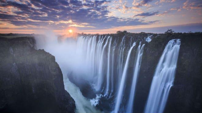 Водопад Виктория на закате солнца