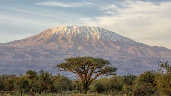 Вулкан Килиманджаро в Африке