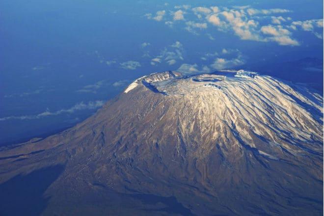 Вулкан Килиманджаро с высоты птичьего полета