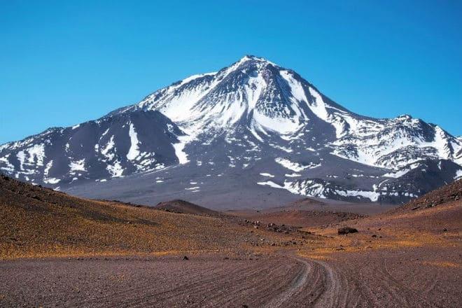 Дорога к вулкан Льюльяйльяко