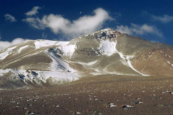 Заснеженная вершина вулкана Льюльяйльяко