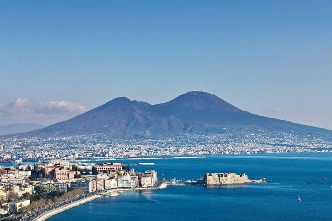 Как выглядит вулкан Везувий?