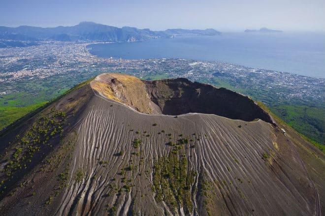 Кратер вулкана Везувий