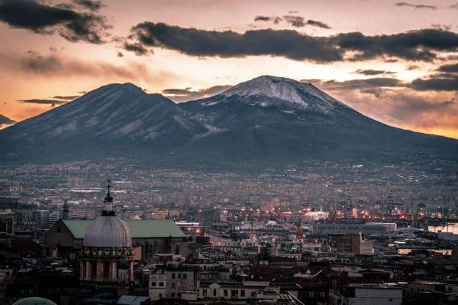 Вид на Везувий с Неаполя