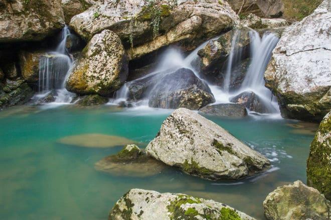 Как выглядят Агурские водопады в Сочи?