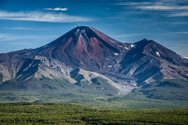 Как выглядит Авачинский вулкан?