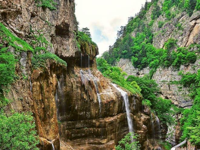 Как выглядят Чегемские водопады?