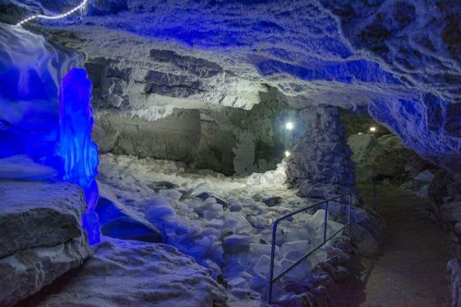Полярный грот Кунгурской ледяной пещеры