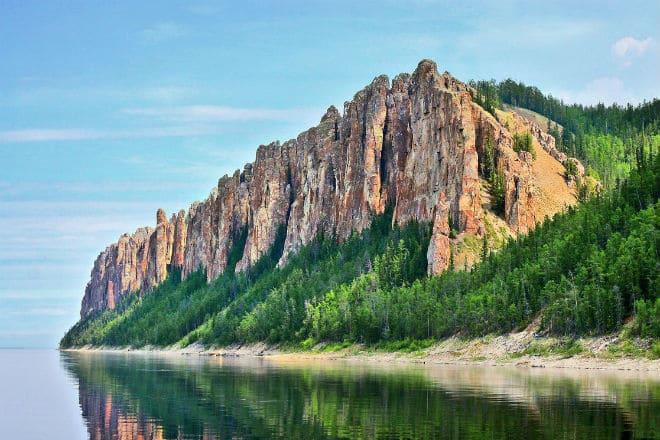 Гигантские скальные образования - Ленские столбы