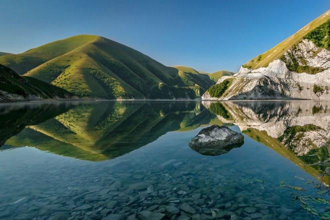 Озеро Кезеной-Ам на границе Чеченской и Дагестанской республик