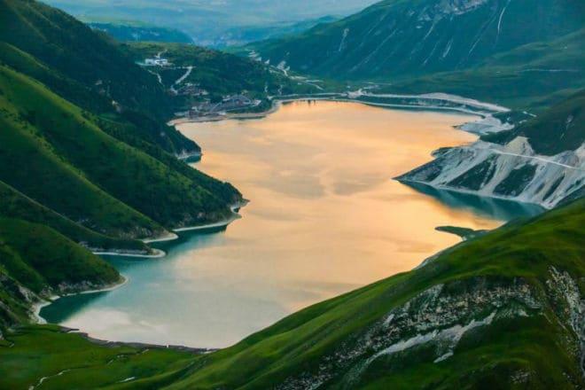 Вид на озеро Кезеной-Ам с горы