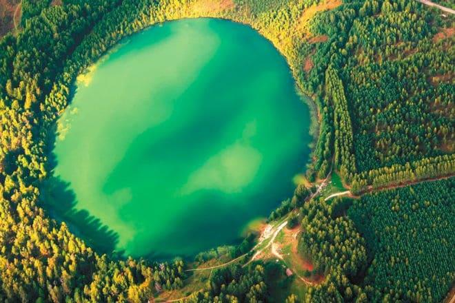 Вид сверху на озеро Светлояр