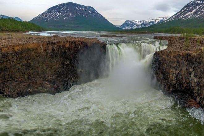 Тальниковый водопад на плато Путорана