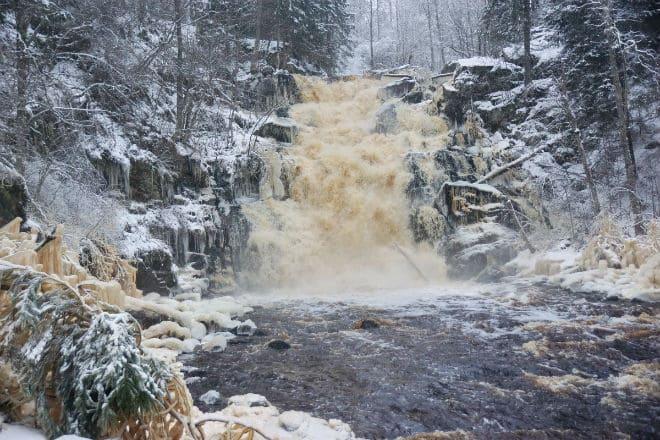 """Водопад Белые мосты после зимней """"спячки"""""""