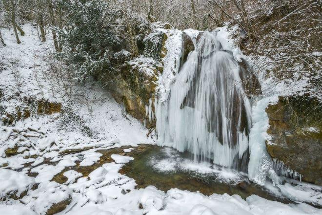 Зимний водопад Джур-Джур