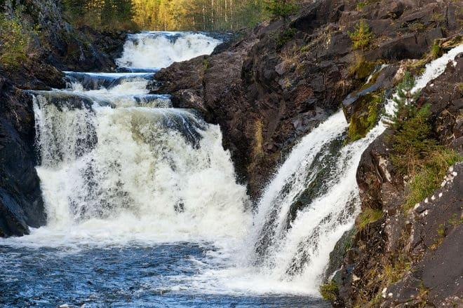 Как выглядит водопад Кивач?
