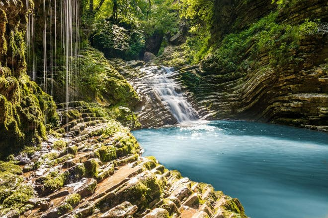 Водопады Руфабго каскад