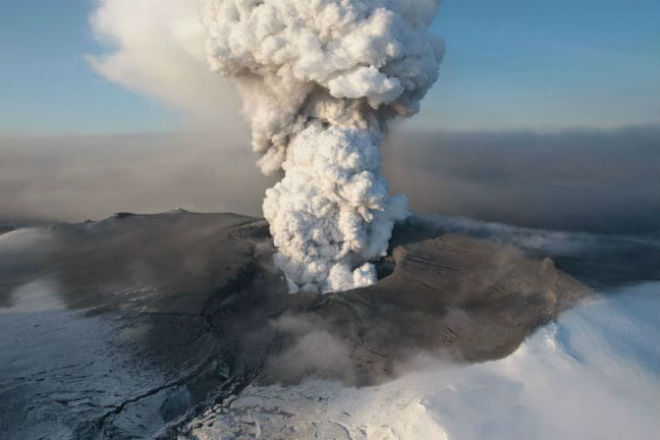 Кратер вулкана Эйяфьятлайокудль