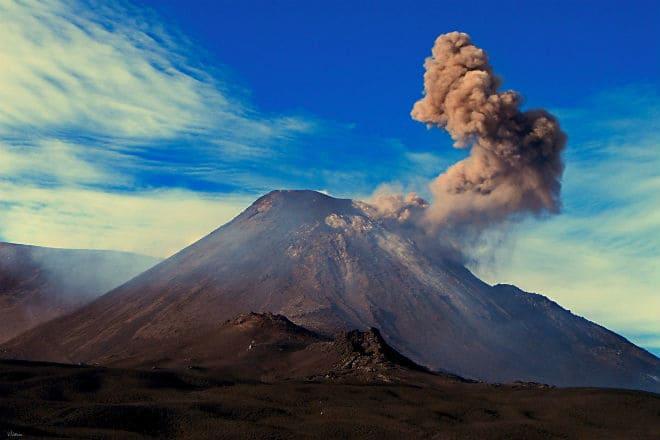 Как выглядит вулкан Этна в итальянской Сицилии?