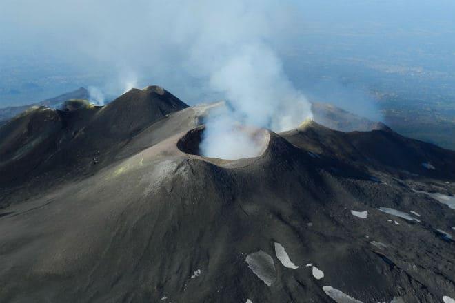 Один из кратеров вулкана Этна
