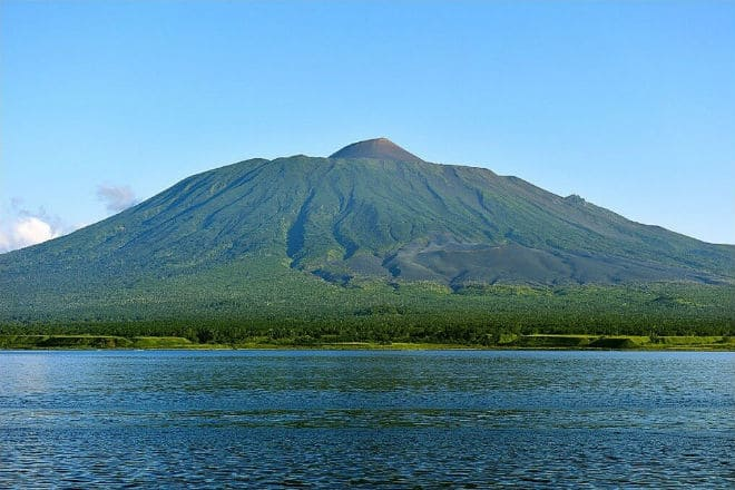 Вулкан Тятя на Курильских островах