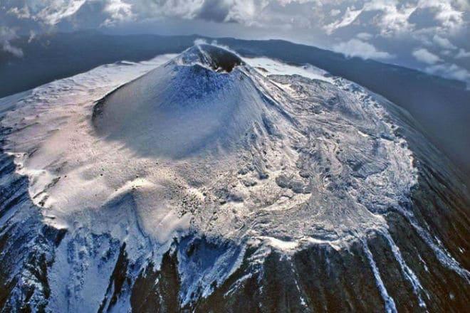 Кратер вулкана Тятя