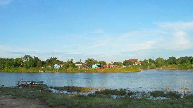 Река у города Накхонсаван