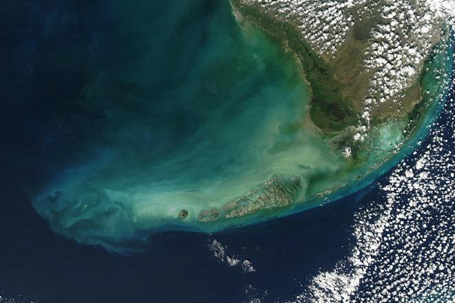 Вид из космоса на архипелаг Флорида-Кис