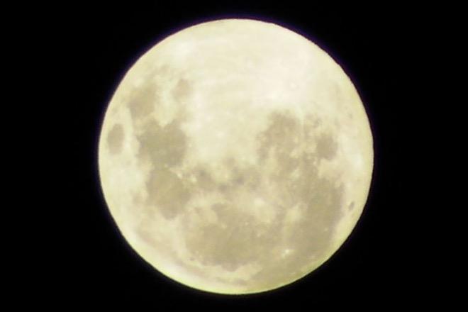 На этом австралийском снимке Луна повёрнута почти на 180 градусов — особенность Южного полушария